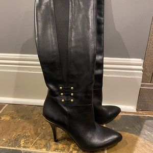 Black heel boot it's golf ankle accent